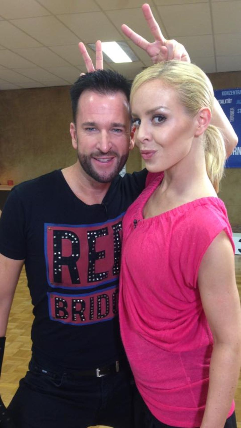 Michael Wendler und Isabel Edvardsson schicken Grüße aus der Tanzschule.