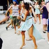 """Jana Pallaske ist zum Tanzen geboren und tanzt sowieso in jeder Lebenslage: Die perfekte Vorbereitung für ihre """"Let's Dance""""-Challenge mit ihrem Tanzpartner Massimo Sinató, dem Ehemann von Model Rebecca Mir."""