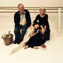 Dankbar schöpft die talentierte Jana Pallaske Kraft bei ihrer Oma. Mit ein Korb voller Liebe und frische Erdbeeren unterstützen Janas Großeltern ihre Enkelin und feuern sie beim Training ordentlich an.