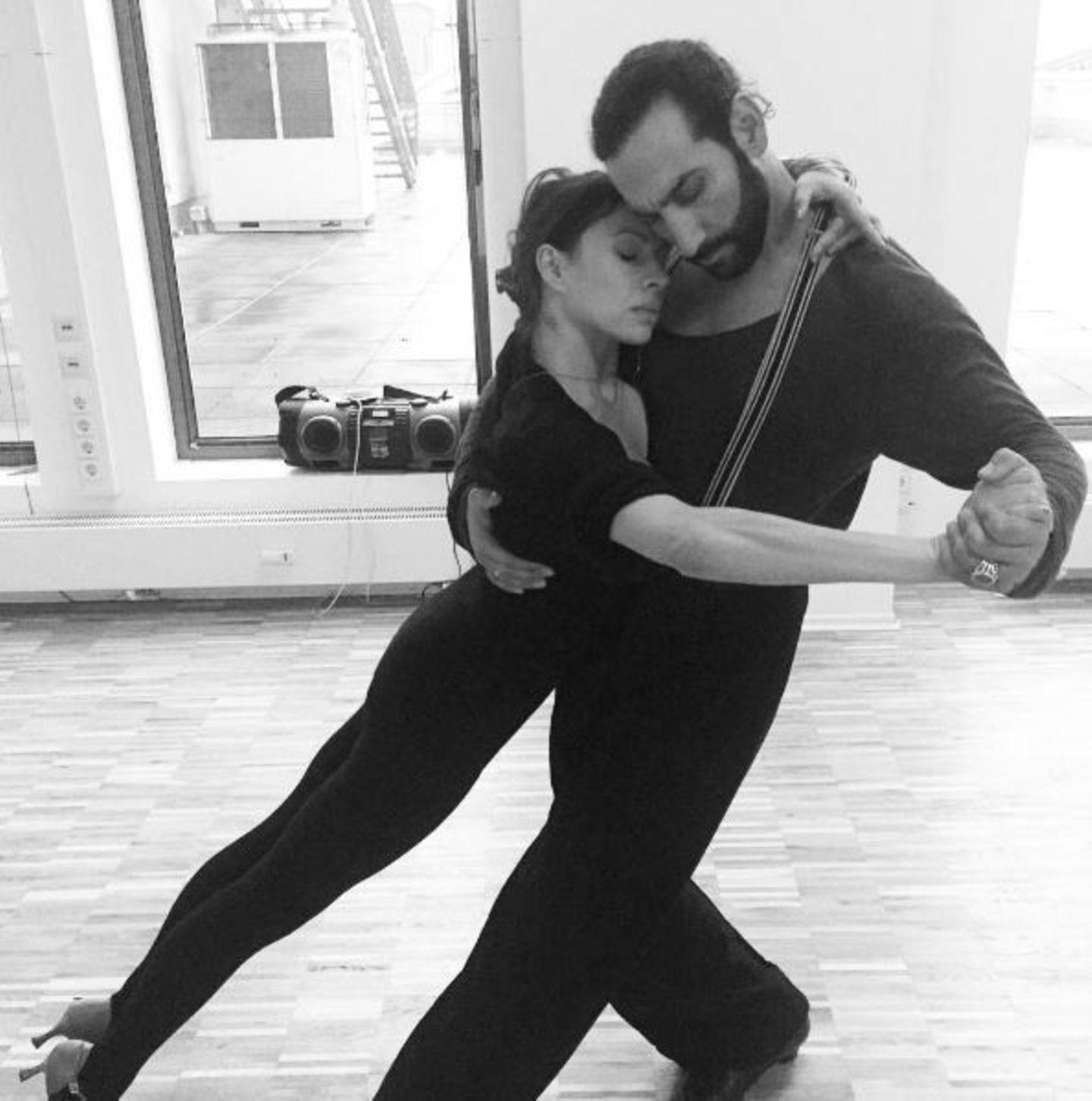 Ganz schön sinnlich: Die Proben zu Tango Argentino nehmen Jana Pallaske und Massimo Sinató sehr ernst.