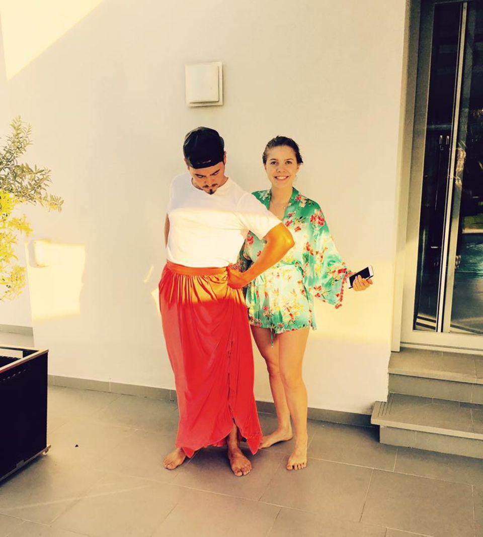 Kostümprobe bei Victoria Swarovski und ihrem Tanzpartner Erich Klann. Rot steht ihm gut!