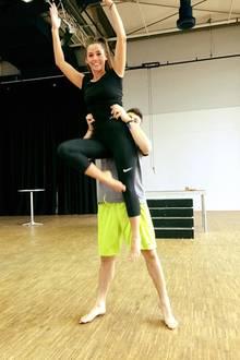 Hoch und immer höher: So hart proben Sarah Lombardi und Robert Beitsch für die finale Show.