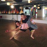 Sarah Lombardi und Tanzpartner Robert Beitsch üben zwischendurch auch gerne mal klassische Balletposen.