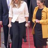 Royale Krücken: Nach einem Unfall in 2001 ist auch die spätere Königin Máxima auf Krücken unterwegs.