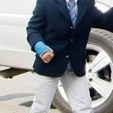 Auch Prinz Emmanuel von Belgien ist 2011 mit einem Gipsarm zu sehen. Bei dem Blick könnte man fast meinen die Verletzung stammt aus einer Schlägerei.