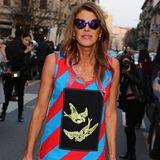 Anna Dello Russo trägt bei der Milan Fashion Week sehr außergewöhnliche Mode. Hier zeigt sie sich in einem Kleid von Prada.