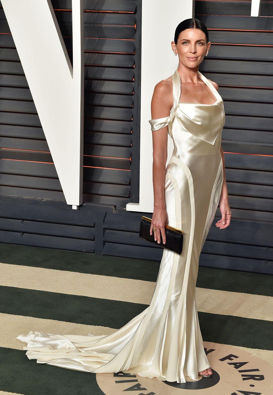 Hochzeitskleider trägt man bekanntlich nur einmal. Viel zu schade dachte sich wohl auch Liberty Ross und erschien auf der Vanity Fair Oscar Party kurzerhand in ihrem Hochzeitskleid von John Galliano.