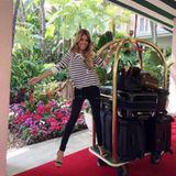 Designer-Handtaschen brauchen so ihren Platz ... Sylvie Meis strahlt neben ihrem Gepäck-Berg.