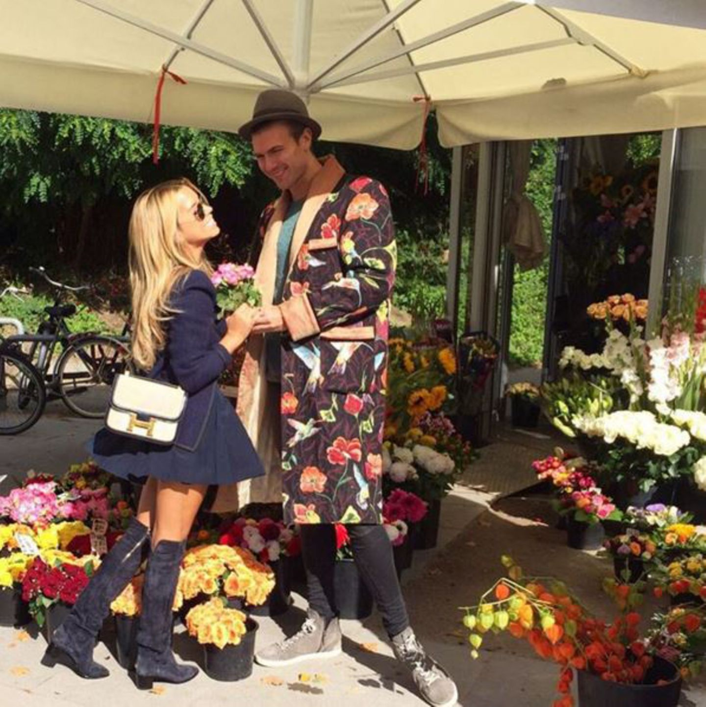 Mini-Bags sind einer der Trends der Saison. Wie gut, dass Sylvie schon ein Luxus-Modell von Hermés besitzt.