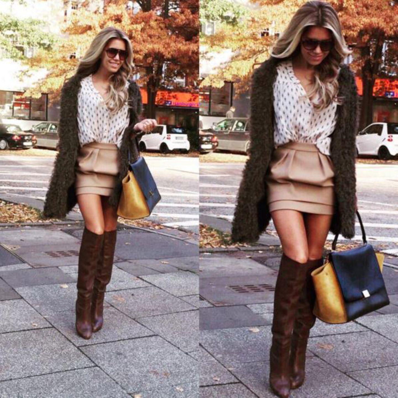 Einen hübschen Farbakzent setzt bei diesem Look eine Céline-Tasche in gelb/schwarz.
