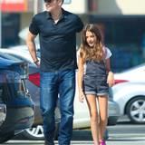 Im Hause Damon ist der Alltag wieder eingekehrt. Matt Damon bringt seine Tochter Isabella zur Schule.
