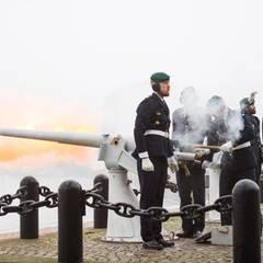 Traditionell gibt es 21 Salutschüsse von Skeppsholmen anlässlich der Geburt von Prinz Oscar Carl Olof.