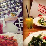 Buster Pasta  Der Name verrät es schon - genau, Dolly Buster macht in Nudeln. 2012 eröffnete sie ihr erstes Restaurant in Frankfurt, 2014 folgte ein Ableger in Düsseldorf. Neben Pasta und Pizza gibt bietet es auch einen Dolly-Salat - allerdings kommt keines dieser Produkte ohne Schärfe aus.
