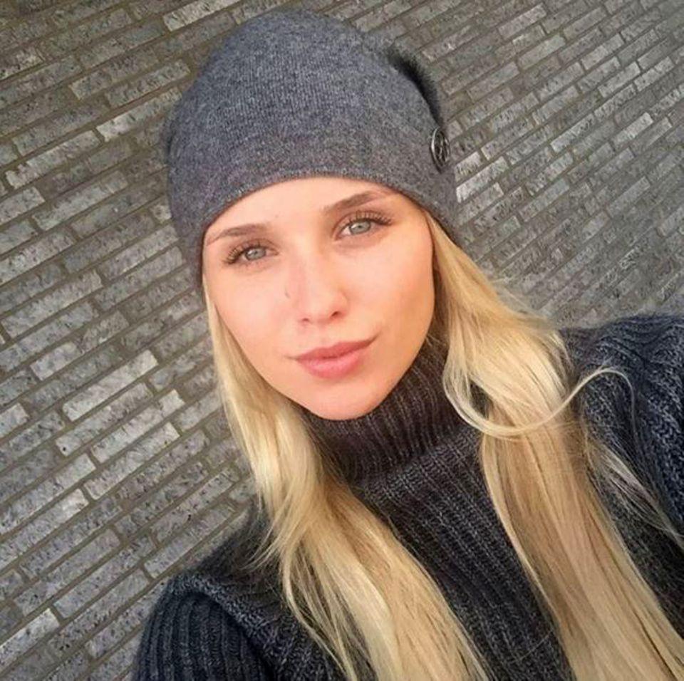 Das Model und der Fußballer - DER Klassiker schlechthin. Scarlett Gartmann, die international als Model erfolgreich ist, liebt Marco Reus von Borussia Dortmund.