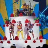 """Joe Jonas, Jack Lawless, Cole Whittle und JinJoo Lee alias """"DNCE"""" performen ihren Hit """"Cake By The Ocean""""."""