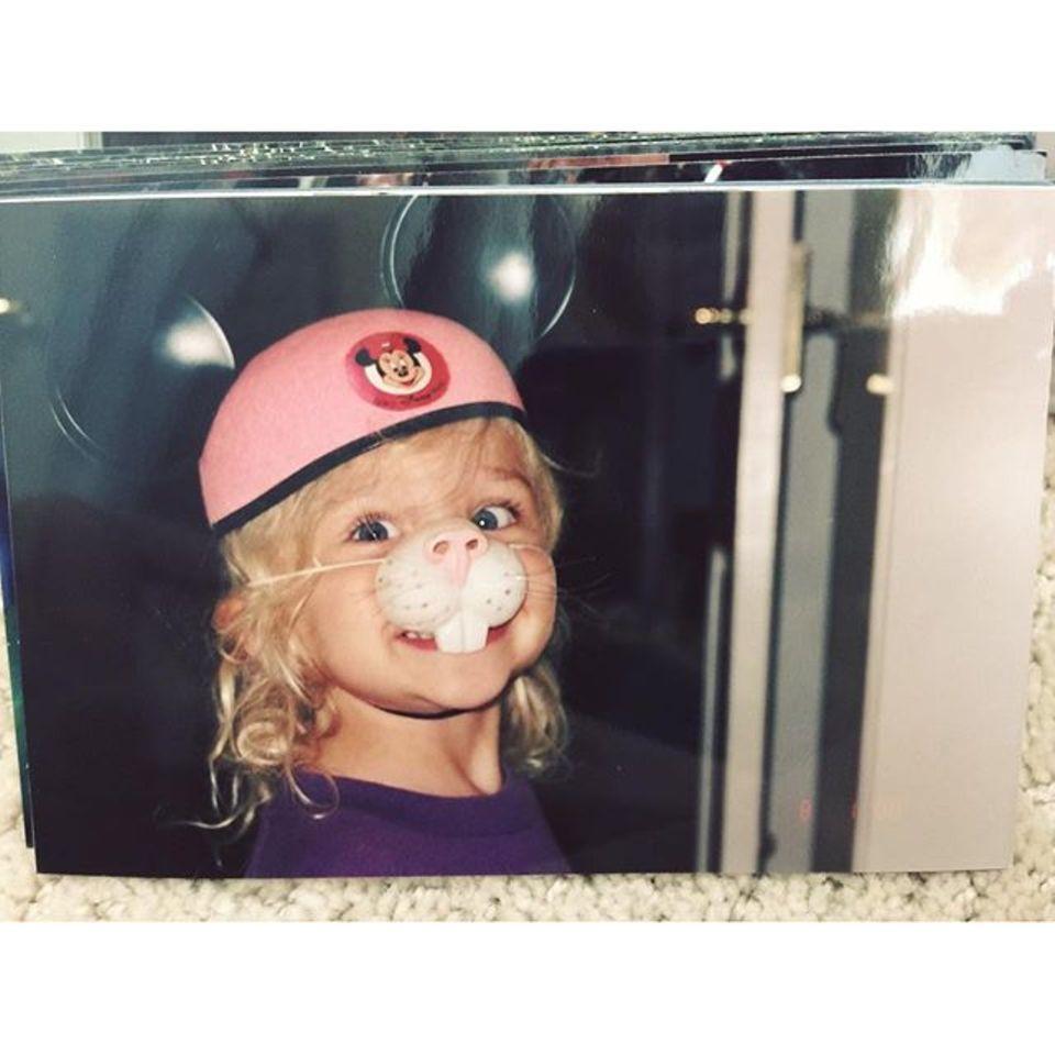 Chloë Grace Moretz teilt dieses süße Kinderfoto von sich.