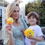 Mit ihrem Sohn Brooks Alan bastelt Molly Sims niedliche Küken für die Osterdekoration ...