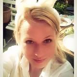 """""""Ich wünsche euch allen ein frohes Osterwochenende!"""", schreibt Nova Meierhenrich zu ihrem Bunny-Selfie."""