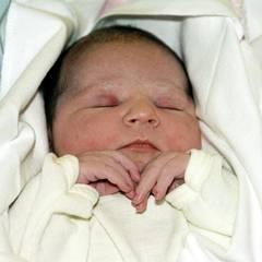 2004  Das erste Bild von Norwegens künftigen Königin schießt ihr stolzer Vater noch im Krankenhaus in Oslo.