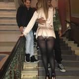 Mariah Carey grüßt auf Instagram ihre Fans in Stockholm mit einem Outfit-Post, wo ihr Slip deutlich zu sehen ist. Es handelt sich hier nicht um einen unbeabsichtigten Mode-Fauxpas. Vielmehr wollte Mariah zeigen, wie knackig ihre Kehrseite nach ihrer Gewichtsabnahme aussieht.