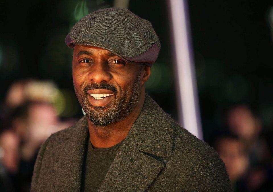 Platz 3: Idris Elba - Der Fan-Favorit  Jahrgang: 1972  Familienstatus: Single; Vater zweier Kinder  Fun Fact: Idris war eigentlich Muscial-Darsteller  Pro: Ihn wollen die Fans  Contra: Er passt nicht ins Bond-Schema