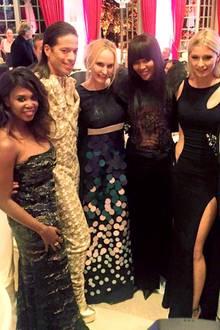 2. April 2016: Motsi Mabuse ist stolz darauf auf den Gala Spa Awards in einer Reihe mit Naomi Campbell fotografiert zu werden.