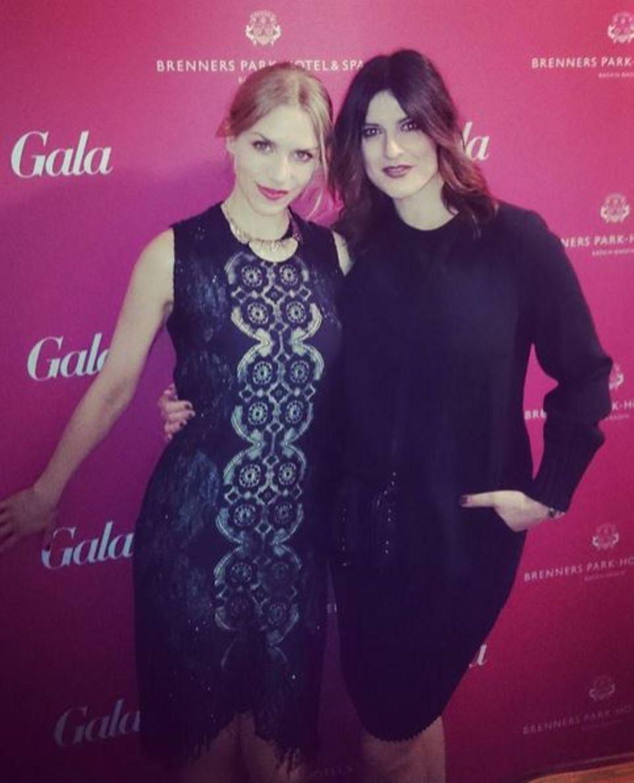 """2. April 2016: Julia Dietze freut sich Stephanie Dettmann von """"Und Gretel"""" auf den Spa-Awards kennengelernt zu haben."""