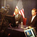 Barack Obama lässt 2012 ein Bild von sich bei einer Videokonferenz posten.