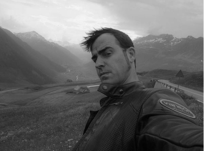 Justin Theroux mag es gern cool und schwarz-weiss. Und das am liebsten kommentarlos.