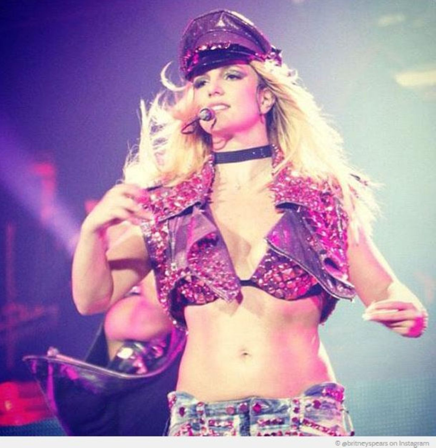 Britney Spears startet ihre instagram-Karriere 2011 mit einem Bild von ihrem Bühnen-Comeback.