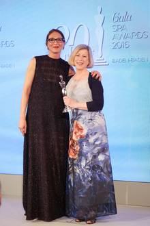 "GALA Spa Awards 2016: GALA Beauty-Redaktionsleitung Frie Kicherer mit Christiane Mougey (Cosmétique Active / Skin Ceuticals). Sie bekam den Award in der Kategorie ""Men Concepts""."