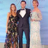 """GALA Spa Awards 2016: Börlind überzeugte die Jury in der Kategorie """"Organic Concepts"""". Cathy Hummels überreichte den Preis an Nicolas und Daniela Lindner."""
