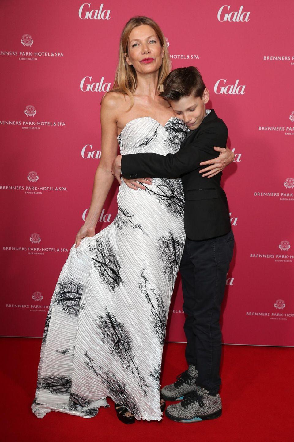 Schauspielerin Ursula Karven brachte ihren Sohn mit