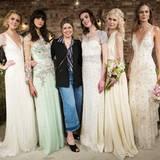 Designerin Jenny Packham umgeben von ihren Entwürfen für die Saison Frühjahr/Sommer 2017