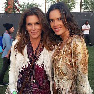 Zwei Supermodels im sexy Hippie-Look! Cindy Crawford und Alessandra Ambrosio halten sich beide an den unausgesprochenen Dresscode des Coachella-Festivals.