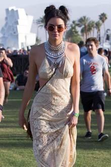 Kendall Jenner sieht in ihrem Kleid umwerfend aus.