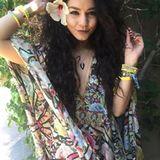 Vanessa Hudgens im zauberhaften Flower-Power-Outfit