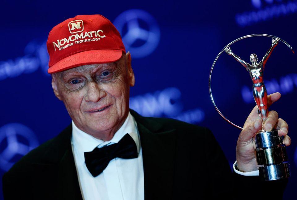 """Niki Lauda wird mit dem Preis für sein Lebenswerk geehrt. """"Ich möchte diesen Preis allen Verlierern widmen"""", so Lauda. """"Denn gewinnen ist die eine Sache. Vom Verlieren habe ich immer mehr gelernt""""."""