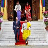 Tag 5  Gemeinsam mit Bhutans Königspaar Jigme und Jetsun besuchen William und Kate den buddhistischen Tashichho Dzong Tempel.