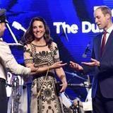 Tag 2  Am Abend findet eine Party zu Ehren von Queen Elizabeth statt.