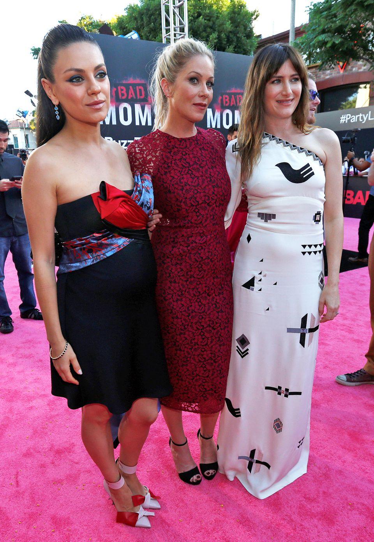 Neben der schwangeren Mila Kunis zeigten sich auch Christina Applegate und Kathryn Hahn auf dem pinken Teppich von ihrer glamourösen Seite.