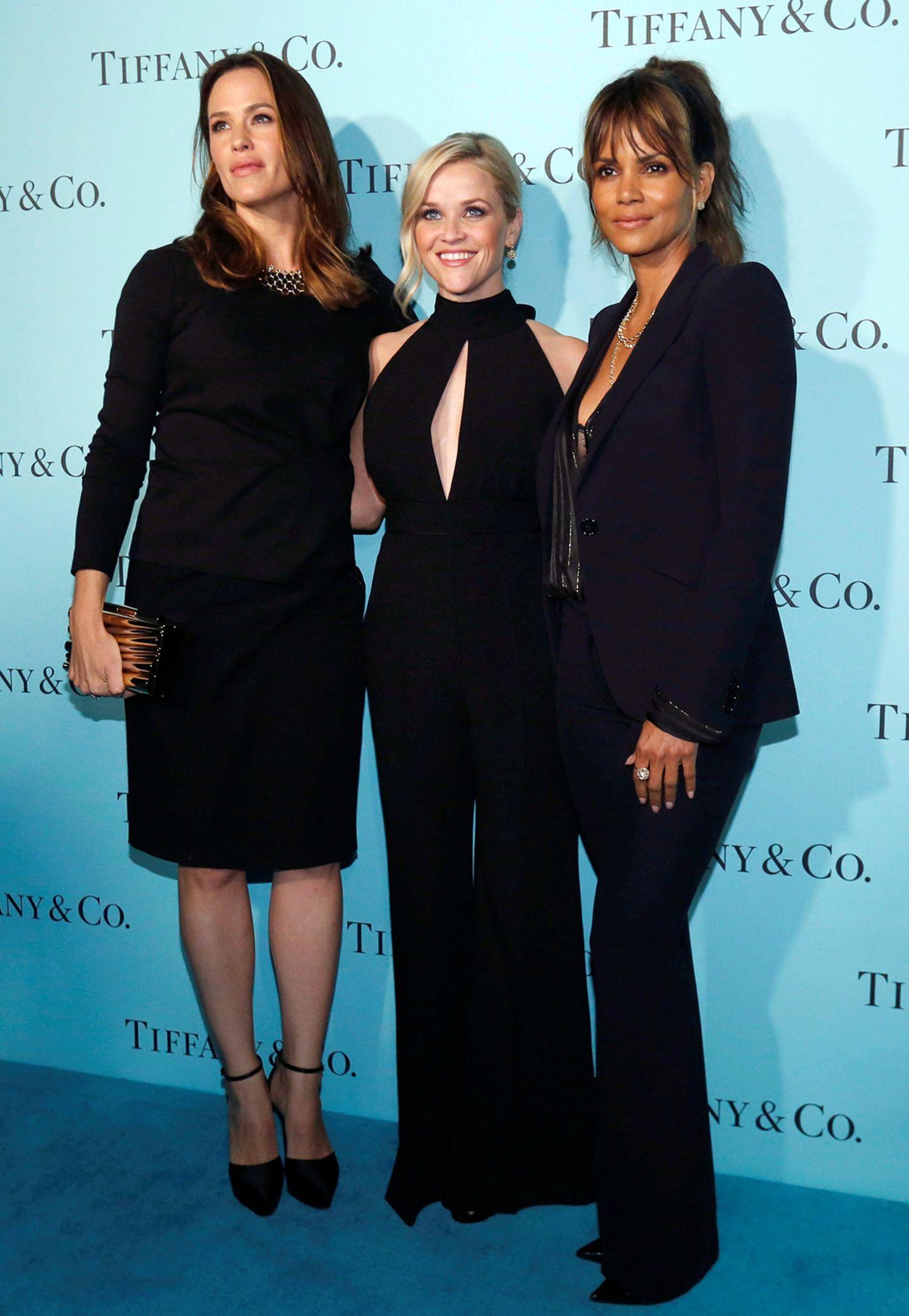 Drei Schönheiten in Schwarz: Jennifer Garner, Reese Witherspoon und Halle Berry zeigen sich bei der Wiedereröffnung des Tiffany & Co.-Stores in Beverly Hills allesamt in schlicht-eleganten Outfits.