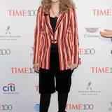 Mia Farrow fällt mit ihrem längsgestreiften Hofnarren-Look fashionmäßig ganz durch.