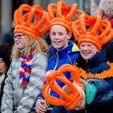 Viele Fans sind nach Zwolle gekommen, um mit dem König und seiner Familie zu feiern.