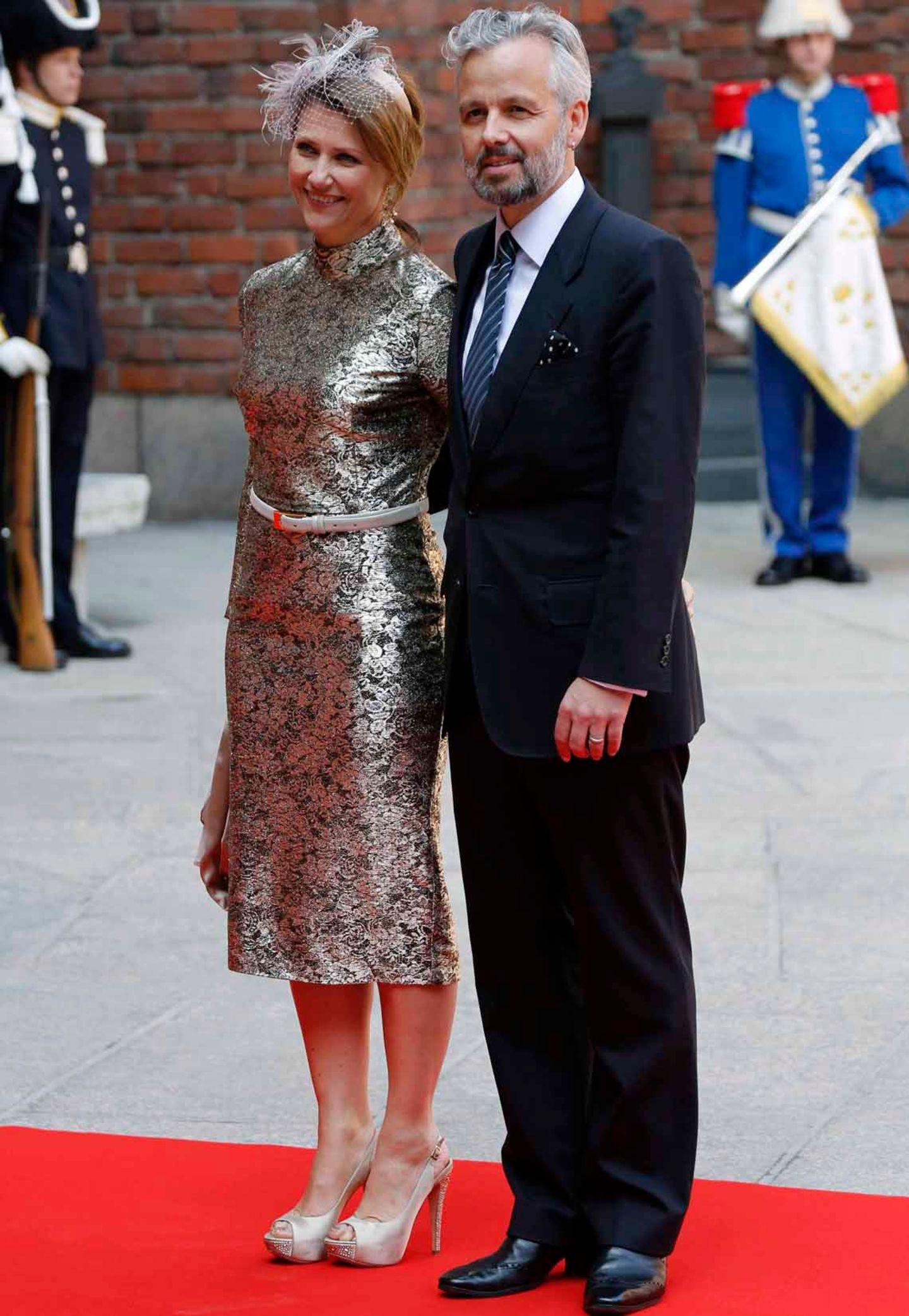 Prinzessin Märtha Louise von Norwegen war im Gegensatz zu den Schweden nicht in Pastellstimmung und wählte einen Bronzeton.