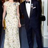 Prinzessin Mary trug ein wunderschönes Abendkleid von Max Mara mit Schößchen.