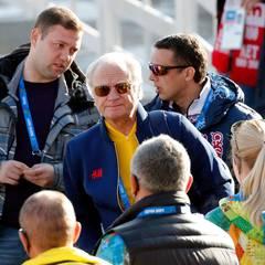 Winterolympia in Sotschi, der Sonnenbrillentrick: König Carl Gustaf tut, als ob er gar nicht da ist.