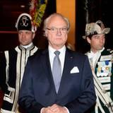 2014, ein Dinner in Paris steht an. Der König befürchtet offenbar, dass die französische Küche nicht sein Ding ist. Oder ist dem passionierten Umweltschützer nur ein Frosch über die Leber gelaufen?