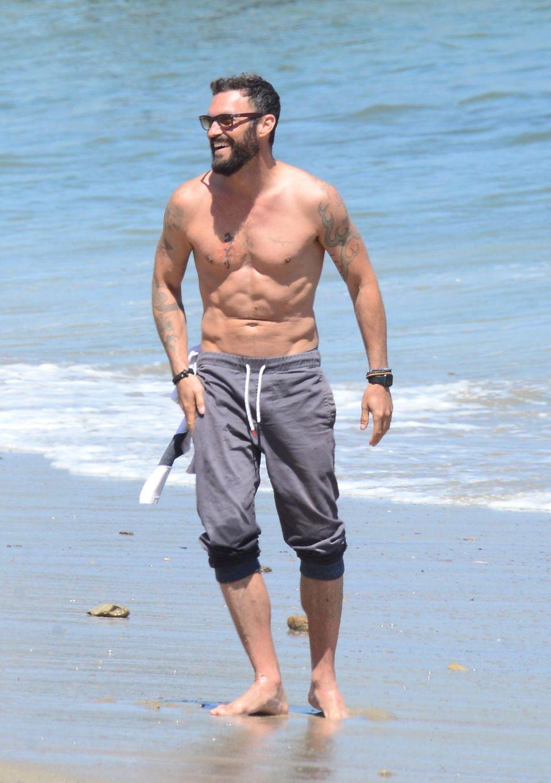 1. Mai 2016  Während Brian Austin Green das Wetter am Strand von Malibu genießt, ...