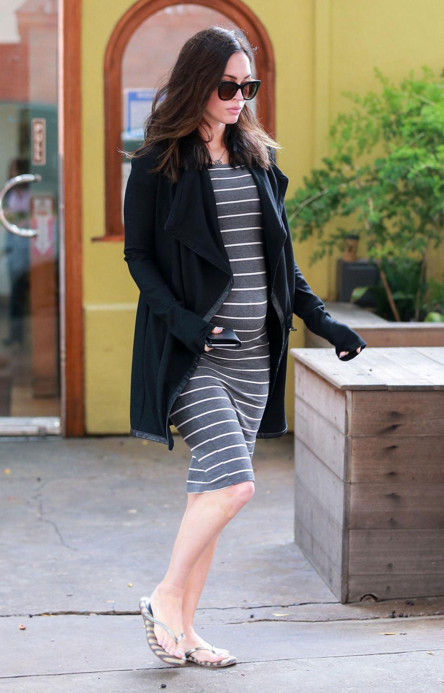 Megan Fox + Brian Austin Green: 6. Mai 2016 Was für ein Anblick! Schauspielerin Megan Fox beim Lunchdate mit ihrem On-Off-Mann Brian Austin Green - und mit deutlicher Babykugel